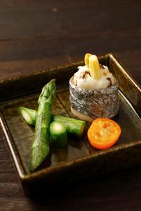太刀魚のいこみ焼きグリーンアスパラ西京焼の写真素材 [FYI02660525]