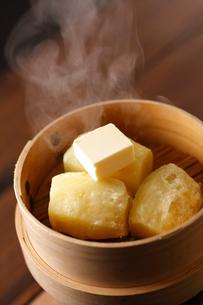粉ふきいも バターのせの写真素材 [FYI02660591]