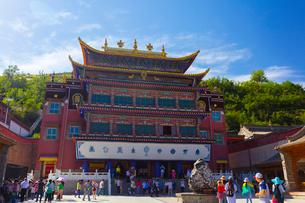 チベット仏教の聖地・タール寺の蔵経楼の写真素材 [FYI02660725]