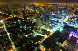 バイヨーク・タワーから見たバンコクの夜景の写真素材 [FYI02660775]