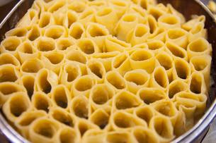 蕎麦粉を薄く延ばして蒸した料理の写真素材 [FYI02660831]