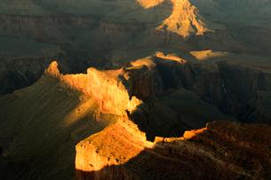 グランドキャニオン国立公園のモハーベポイントから夕日の展望の写真素材 [FYI02660982]