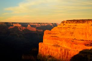 グランドキャニオン国立公園のモハーベポイントから夕日の展望の写真素材 [FYI02660999]