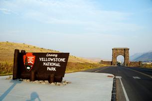 イエローストーン国立公園のルーズベルトカントリーの公園標識の写真素材 [FYI02661036]