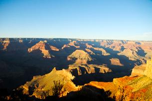 グランドキャニオン国立公園のモハーベポイントから夕日の展望の写真素材 [FYI02661040]