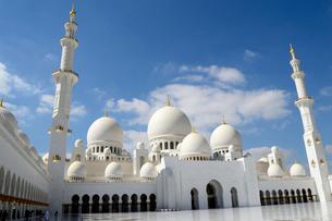 シェイクザイードグランドモスクの建物の写真素材 [FYI02661050]