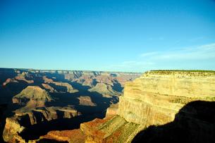グランドキャニオン国立公園のモハーベポイントから夕日の展望の写真素材 [FYI02661057]