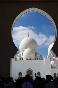 シェイクザイードグランドモスクの建物の写真素材 [FYI02661085]