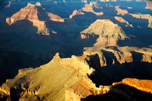 グランドキャニオン国立公園のモハーベポイントから夕日の展望の写真素材 [FYI02661087]