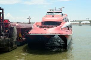 外港フェリーターミナルのターボジェット高速船の写真素材 [FYI02661174]