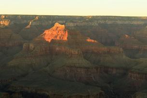 グランドキャニオン国立公園のモハーベポイントから夕日の展望の写真素材 [FYI02661249]