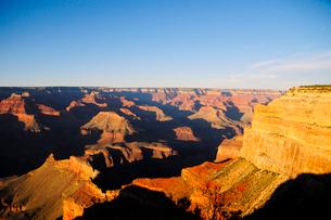 グランドキャニオン国立公園のモハーベポイントから夕日の展望の写真素材 [FYI02661292]