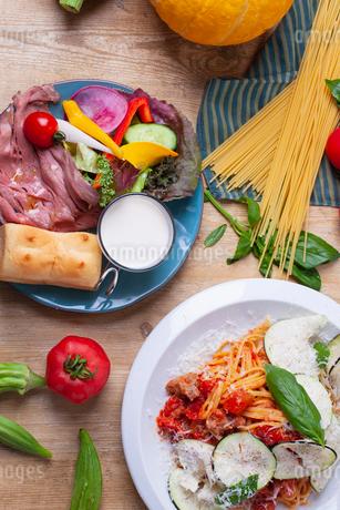 パスタと前菜のイメージの写真素材 [FYI02661349]