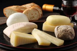チーズ盛り合わせの写真素材 [FYI02661465]