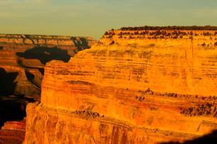 グランドキャニオン国立公園のモハーベポイントから夕日の展望の写真素材 [FYI02661567]