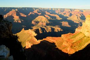 グランドキャニオン国立公園のモハーベポイントから夕日の展望の写真素材 [FYI02661643]