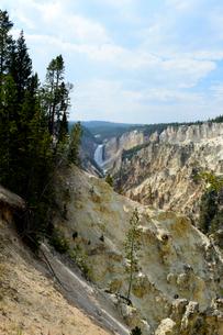 イエローストーン国立公園のキャニオンカントリーのアーティストポイントからロウアー滝の展望の写真素材 [FYI02661652]