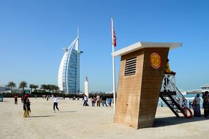 ジュメイラビーチからのバージュアルアラブの建物の写真素材 [FYI02661780]