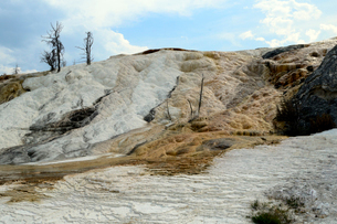 イエローストーン国立公園のマンモスカントリーのテラスマウンテンの写真素材 [FYI02661800]