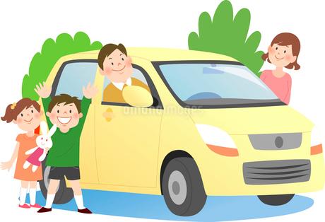 ドライブに出かける4人家族と背景に木のイラスト素材 [FYI02662340]
