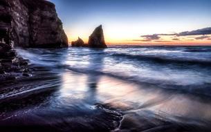 明け方の大波月・小波月海岸の夜明けの写真素材 [FYI02662461]