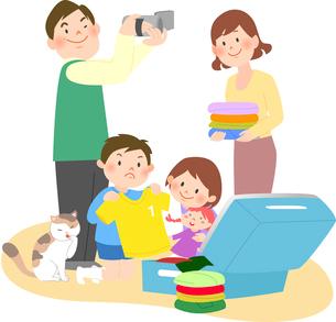 旅行の準備をする家族のイラスト素材 [FYI02662486]