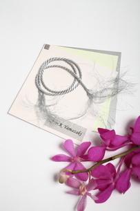 花とペーパーアイテムの写真素材 [FYI02662493]