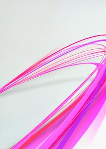 大きくカーブを描き手前に向かってくる赤・ピンク色のラインのイラスト素材 [FYI02662548]