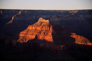 グランドキャニオン国立公園のモハーベポイントから夕日の展望の写真素材 [FYI02662689]