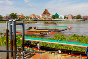 チャオプラヤー川の風景とエクスプレスボートの写真素材 [FYI02662916]