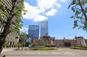 東京駅丸の内口前の写真素材 [FYI02663414]