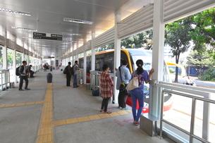インドネシア ジャカルタ バスレーンの駅の写真素材 [FYI02663416]