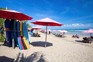 インドネシア バリ島 スミニャックビーチの写真素材 [FYI02663498]