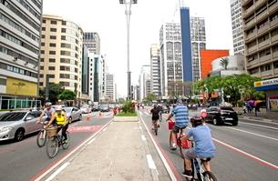 サンパウロ パウリスタ大通りの自転車専用道路の写真素材 [FYI02663609]