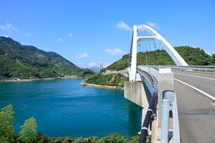 安芸灘とびしま海道 中の瀬戸大橋の写真素材 [FYI02663912]