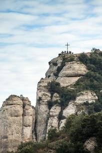十字架が建つモンセラットのサン・ミゲル展望台の写真素材 [FYI02663956]