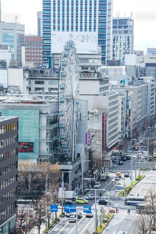 錦通りの観覧車を見る風景の写真素材 [FYI02663976]