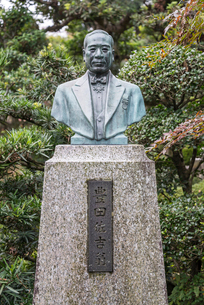豊田佐吉の銅像の写真素材 [FYI02664070]