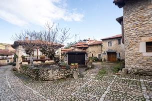 スペインのもっとも美しい村の一つサンティリャーナ・デル・マルの風景の写真素材 [FYI02664391]