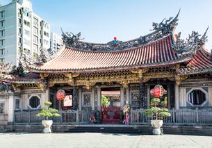 台北の龍山寺の写真素材 [FYI02664398]