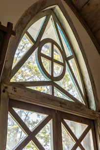 旧五輪教会堂アーチ窓の写真素材 [FYI02664401]