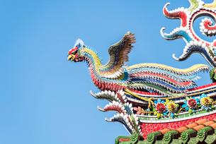 龍山寺屋根の飾り鳳凰の写真素材 [FYI02664434]