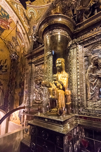 モンセラット修道院の黒いマリア像の写真素材 [FYI02664443]