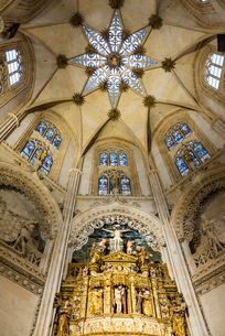ブルゴス大聖堂内部礼拝堂と天井の写真素材 [FYI02664454]