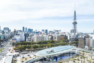 オアシス21と名古屋テレビ塔を見るの写真素材 [FYI02664482]
