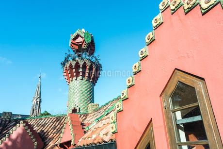 塔を見るエル・カプリチョの写真素材 [FYI02664603]