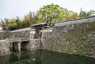 福江城(石田城)跡に残る石垣と蹴出門の写真素材 [FYI02664753]