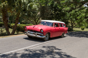 キューバ クラシックカーの写真素材 [FYI02664805]