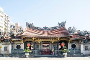台北の龍山寺の写真素材 [FYI02664855]