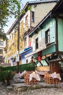 ジュマルクズックのレストランを見る町並みの写真素材 [FYI02664881]